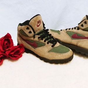 Nike Womens Size 9.5 Vintage Suede Hiking Boots